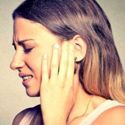 Что делать, зубная боль отдает в висок и ухо