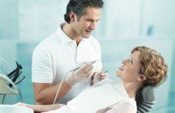 лечить зубы при месячных